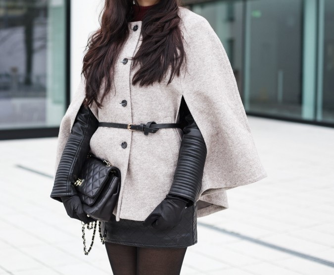 Outfit with Cape, Leatherjacket and Overkneeboots