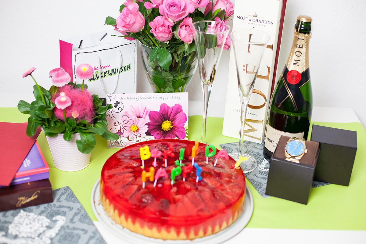 Bild Happy Birthday, Geschenke, Kuchen
