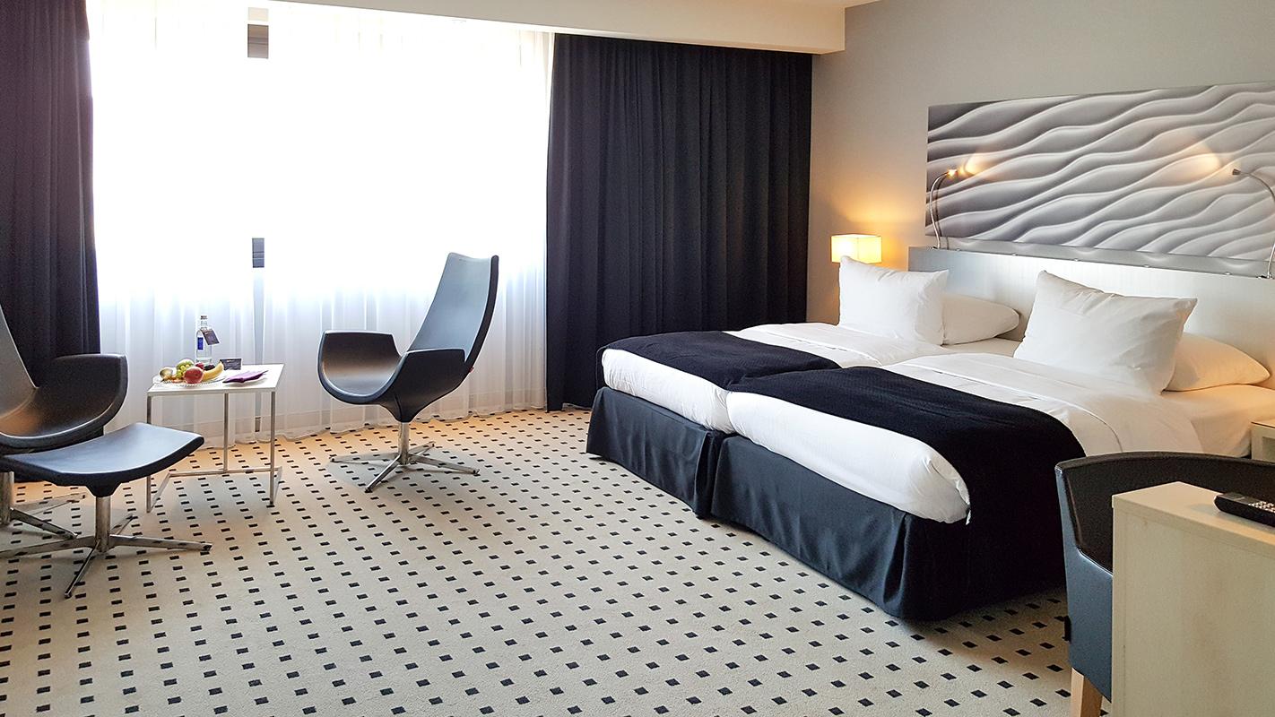 Bild Hotel Radisson Blu Scandinavia, Düsseldorf, Zimmer, Business Class, Interieur, Blog, Shades of Ivory, Hannover