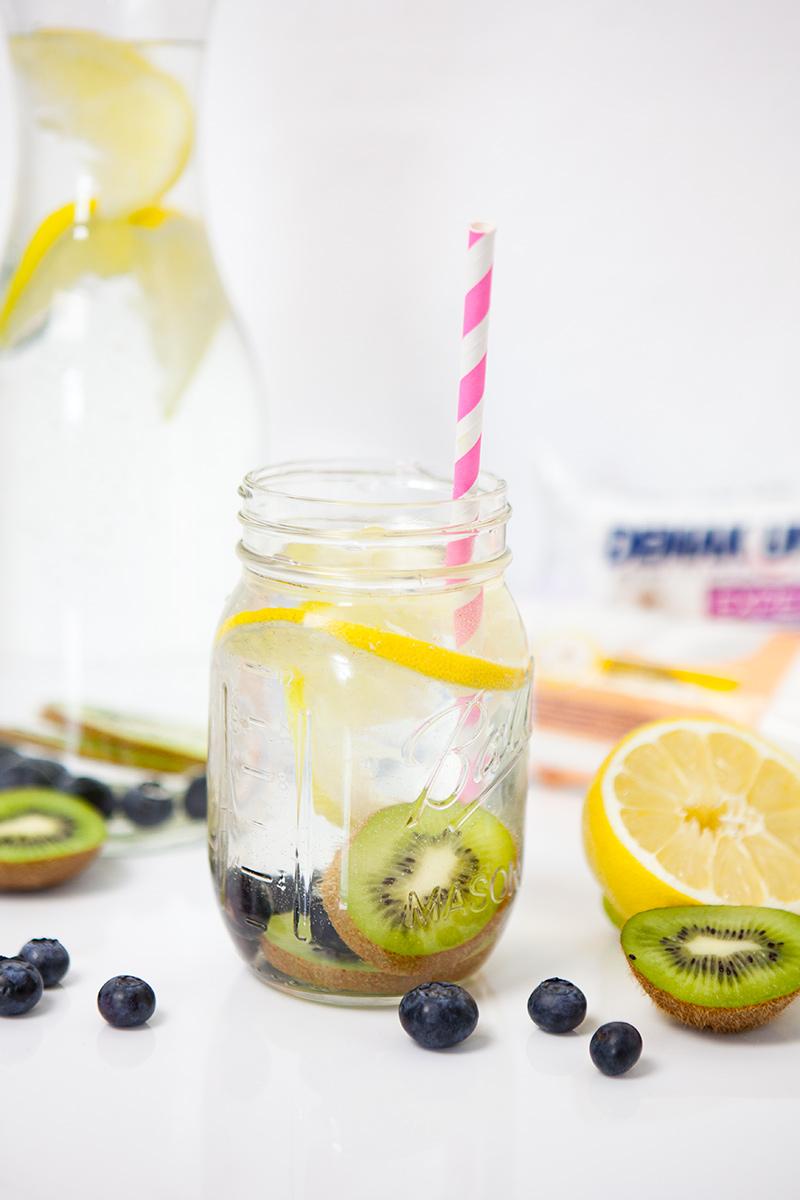 Bild: Detox Wasser, Infused Wasser, 5 Tipps, mehr zu trinken, Kiwi, Apfelsine