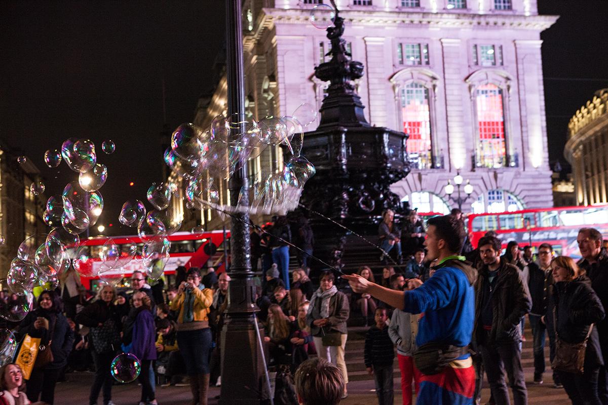 Bild Picadilly Circus bei Nacht, London, Seifenblasen